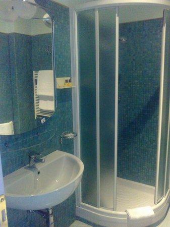 Lilium Hotel: BAGNO CAMERA 25