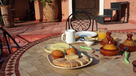 Cala Medina : Colazione in terrazzo