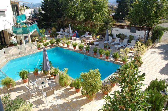 Nicos & Olympia Apartments: POOL AREA