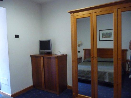 Hotel Diplomatic: Fridge in TV cupboard