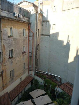 Hotel Diplomatic: Breakfast area down below
