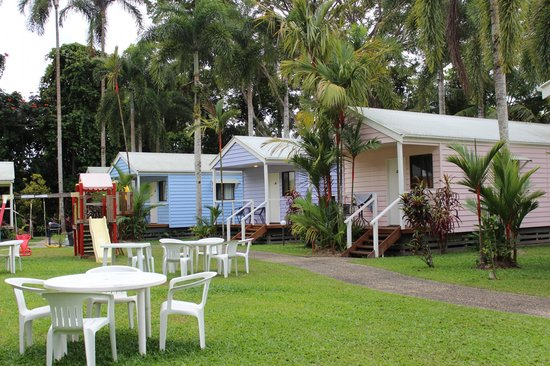 Mossman Motel Holiday Villas: Villas with the playground in view