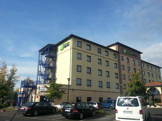 Holiday Inn Express Cologne - Troisdorf: Parkplätze direkt am Hotel