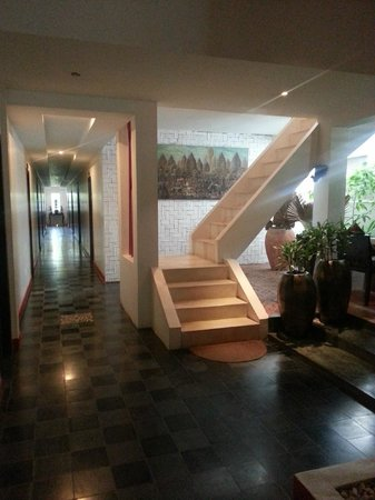 Villa Medamrei: Stairs to top floor