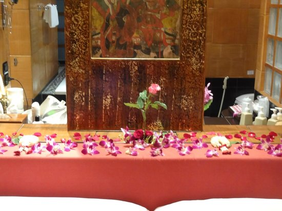 Mom Tri's Villa Royale: Flower decoration