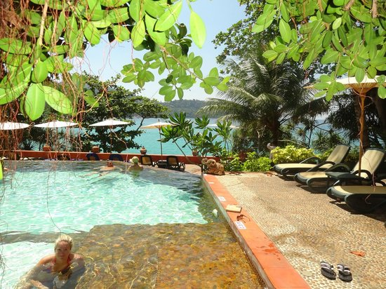Mom Tri's Villa Royale : Another pool with a gorgeous view