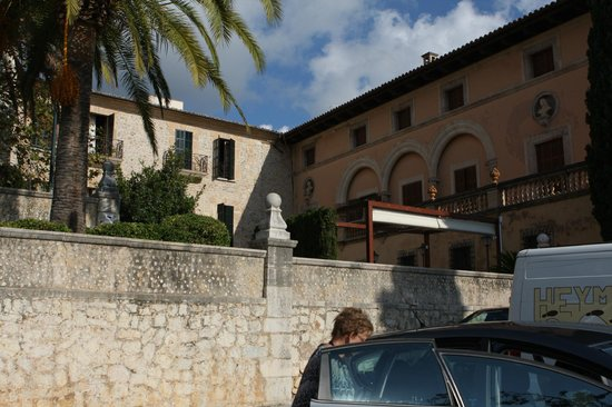 Cas Comte Petit Hotel & Spa: Seen from the market place