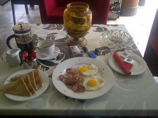 Villa Simonne: Delicious Breakfast - Excellent Service & Quality Tasting Meals