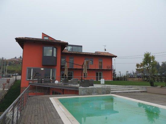 Relais Casa Sobrero: la vue depuis la terrasse avec la piscine