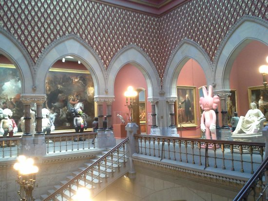 Pennsylvania Academy of the Fine Arts : The main staircase at the Academy