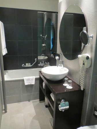 Hotel Jade - Manotel Geneva: Modern bathroom
