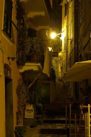 La Casa di Andrea: Monterosso at night