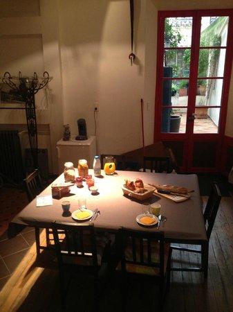 Le Rayon Vert : Frühstückstisch mit selbstgemachten Konfitüren