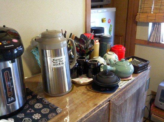 Kanazawa Guest house Pongyi: お茶は自由です。いろいろありました!