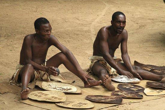 Gooderson DumaZulu Lodge and Traditional Zulu Village: cheeky smile!