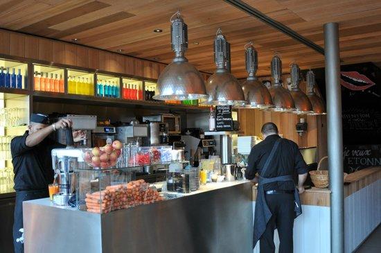 Le Paradis du Fruit : inside the bar