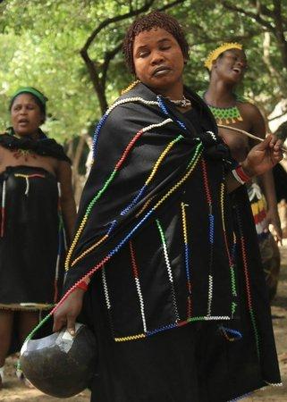Gooderson DumaZulu Lodge and Traditional Zulu Village : village tour
