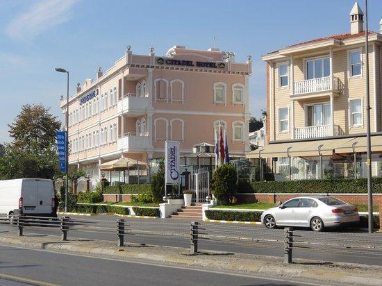 Best Western Citadel Hotel: Vue extérieure de l'hôtel, côté sud/est