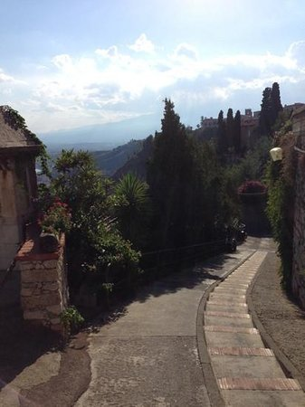 Meridiana Hotel Taormina: The road! to the Hotel Meridiana