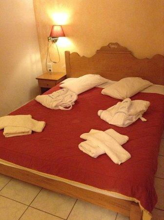 Golden Villas: Chambre avec lit double