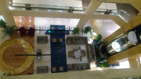 Belvedere Court Hotel Apartments: View of the lobby from the top floor