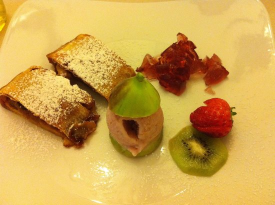 Trattoria La Pepola Di Abarabini Claudia: Strudel di fichi con gelatina di porto e gelato ai fichi