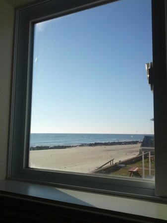 Atlantic Oceanfront Motel : view from bathroom