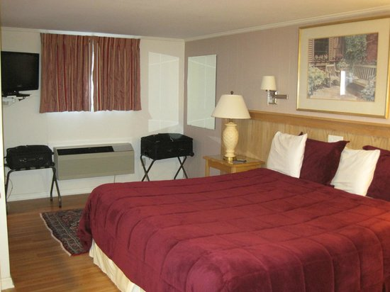 SeaCoast Inn: Our 'King Bed' Room