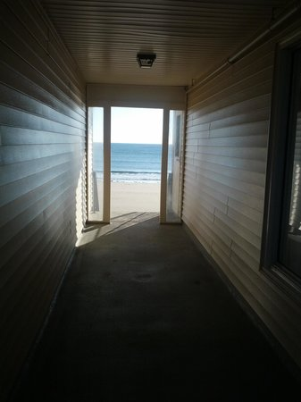 Atlantic Oceanfront Motel : hallway to heaven