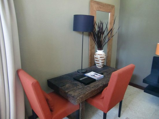Cicada Luxury Townhouses : Table to serve your breakfast