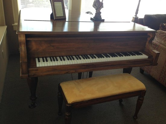 Talbot Heirs Guesthouse: Piano