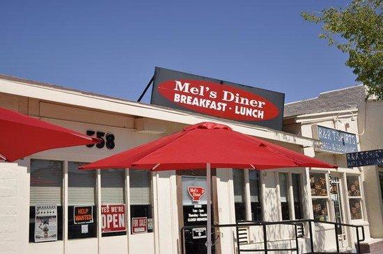 Mel's Diner : Aspetto esterno