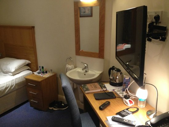 Victory Services Club: My shared facility room..Wash basin inside