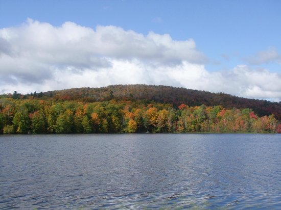 Le Domaine du Lac Saint Charles: View of Lac Saint Charles 3 - Autumn colors