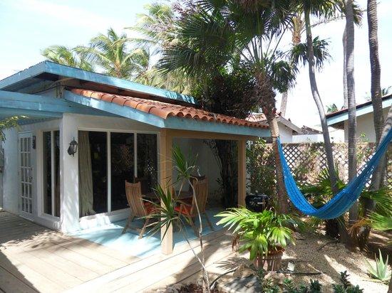 Boardwalk Hotel Aruba: Private patio with BBQ and hammock - Casita nr. 5