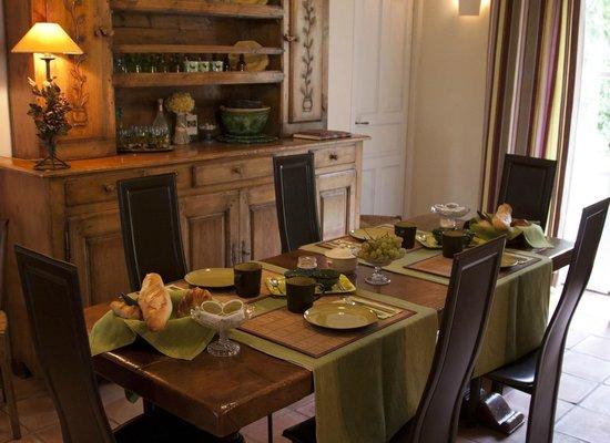 SucMiei : Petit déjeuner dans la salle à manger