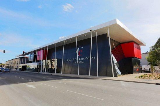 Tain-l'Hermitage, França: La façade 1 semaine avant ouverture