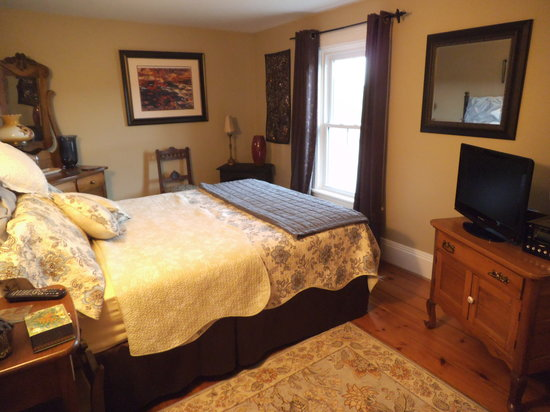 Sleepy Hallowell Bed and Breakfast: Master bedroom