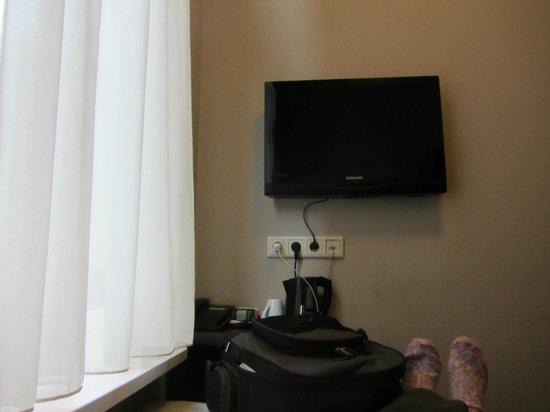 Hotel Van Gogh : Flatscreen tv!