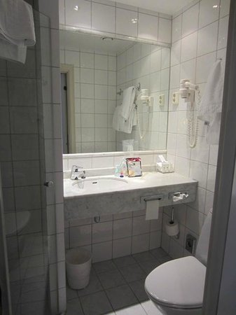 Scandic Oslo City: Room 322 - Bathroom