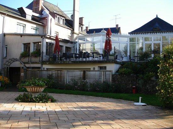 Hotel du Commerce: Coté jardin