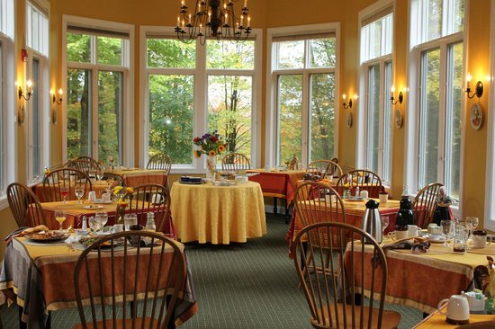 Stone Hill Inn : Breakfast room