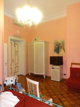 Hotel Principi D'Acaja: Scorcio della mia stanza..