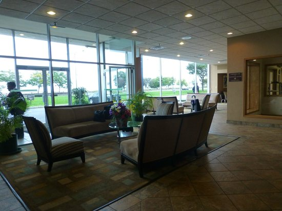 Chicago Lake Shore Hotel: Lobby mit Blick Richtung Hwy 41/Lake Michigan