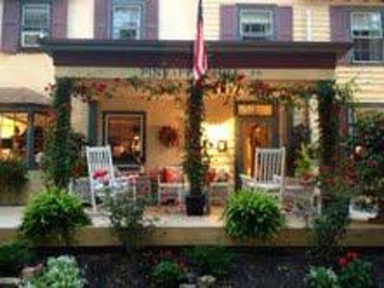 Pineapple Hill Inn Bed & Breakfast: Porch
