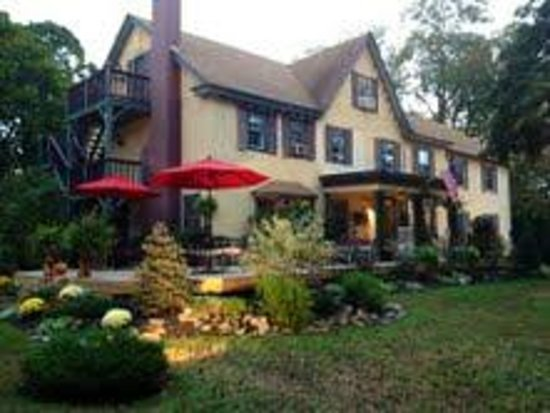 Pineapple Hill Inn Bed & Breakfast : Front Deck