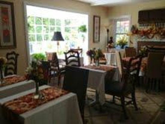 Pineapple Hill Inn Bed & Breakfast : Dining Room