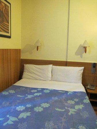 Hôtel Aristote : Bedroom