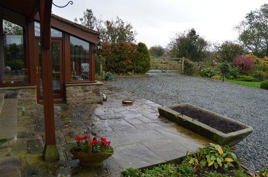 Moor View Bed and Breakfast: Patio door room view, opens up to the garden