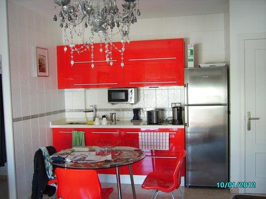 Apartamentos Abril: Kitchen/dining area
